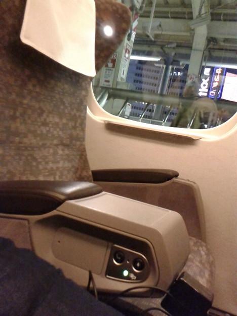 初700Aのぐりん車。各席コンセント、読書灯、電動リクライニングにシートヒーター。いろいろ付いてるんだね。