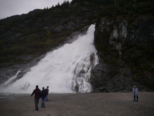 メンデンホール氷河の滝