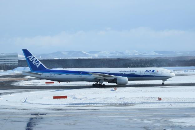 写真: Boeing 777-300 JA752A
