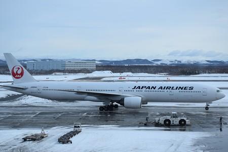 Boeing 777-200 日本航空 JA8985