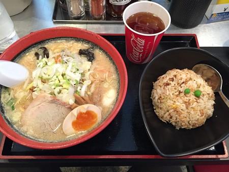函館麺厨房あじさい チャーハンセット(味噌)