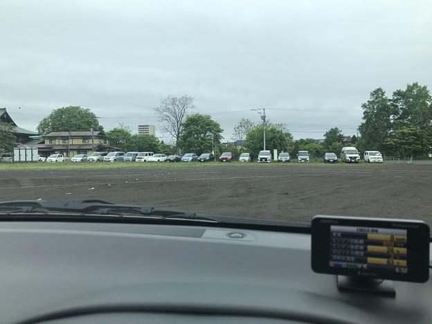写真: 千歳小学校駐車場