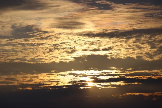 七色雲が空に