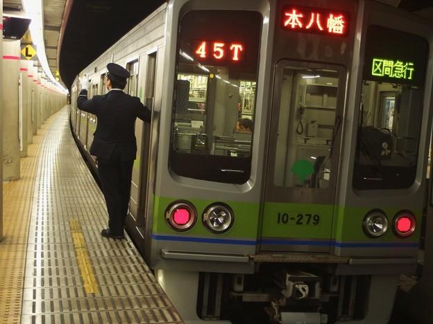 京王新線幡ヶ谷駅2番線 都営10-270F区急本八幡行き側面よし