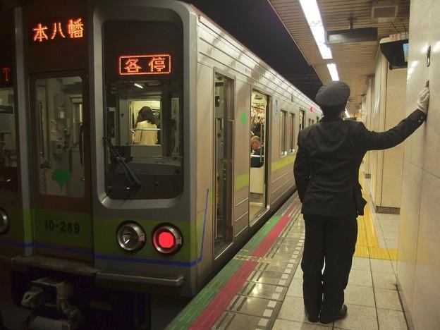 都営新宿線新宿三丁目駅2番線 都営10-280F各停本八幡行きベル扱い