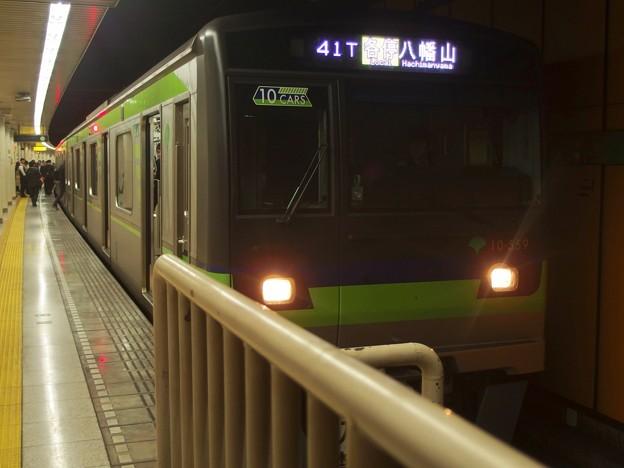都営新宿線新宿三丁目駅1番線 都営10-550F各停八幡山行き