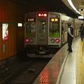 都営新宿線新宿三丁目駅2番線 都営10-260F各停本八幡行き前方確認