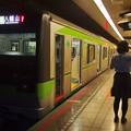 Photos: 都営新宿線浜町駅1番線 都営10-590F各停八幡山行きベル扱い
