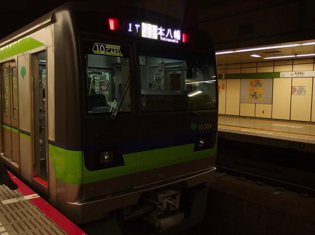 都営新宿線馬喰横山駅2番線 都営10-580F各停本八幡行き側面よし