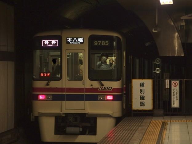 都営新宿線新宿駅5番線 京王9035各停本八幡行き後方よし