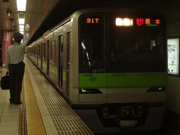 京王新線新宿駅4番線 都営10-370F急行橋本行き客終合図