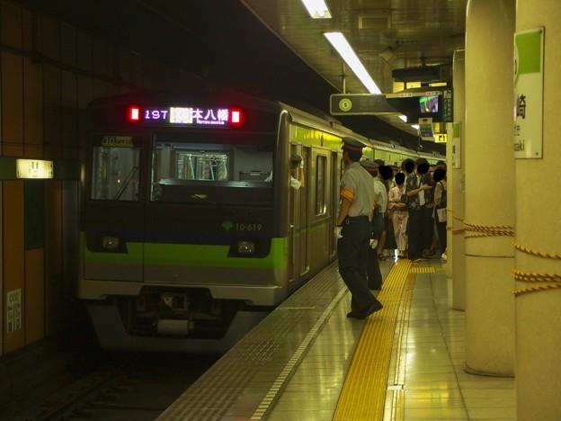 都営新宿線篠崎駅2番線 都営10-610F各停本八幡行き前方確認