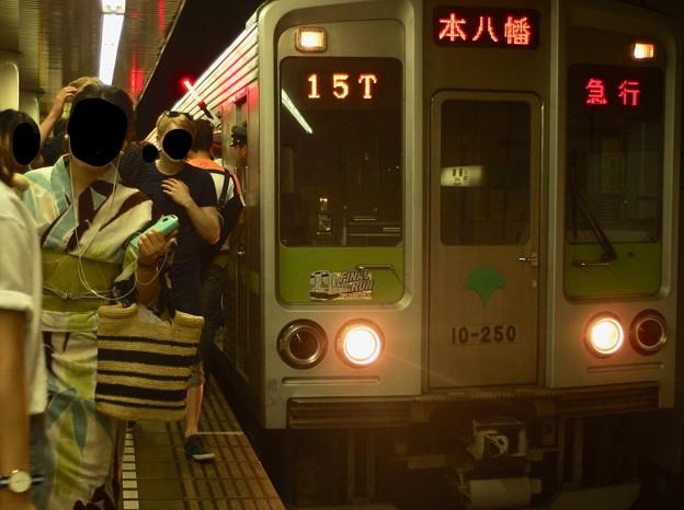 都営新宿線篠崎駅2番線 都営10-250F急行本八幡行きラッシュ(2)