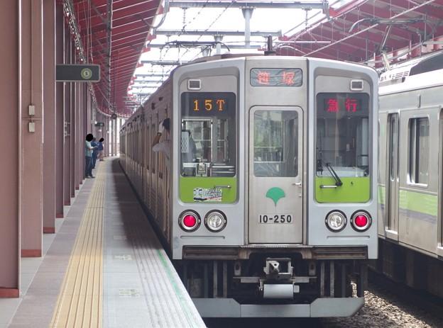 都営新宿線船堀駅1番線 都営10-250F急行笹塚行き前方確認