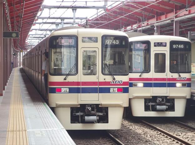 都営新宿線船堀駅1番線 京王9000系9743Fと9746Fの並び