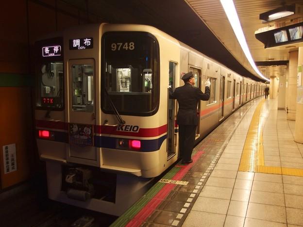 都営新宿線浜町駅1番線 京王9048F各停調布行き側面よし