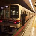 Photos: 都営新宿線浜町駅1番線 京王9048F各停調布行き側面よし