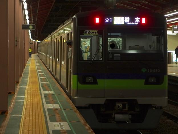 Photos: 都営新宿線船堀駅1番線 都営10-550F各停橋本行き前方確認