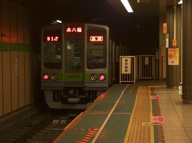 Photos: 都営新宿線大島駅4番線 都営10-270F各停本八幡行き(2)