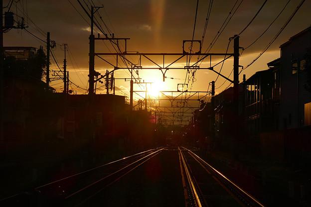 線路と朝日