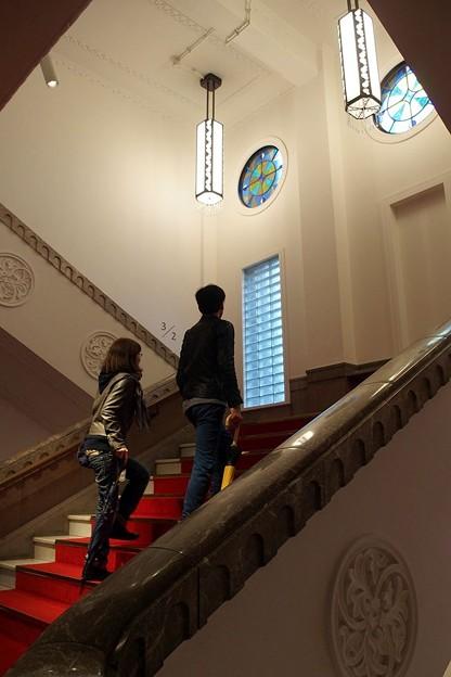 重厚な階段もそのままに