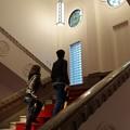 写真: 重厚な階段もそのままに