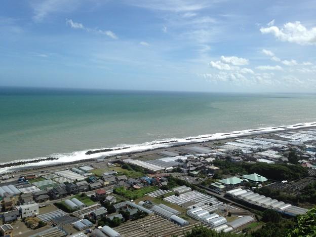 海と青空と町並み2