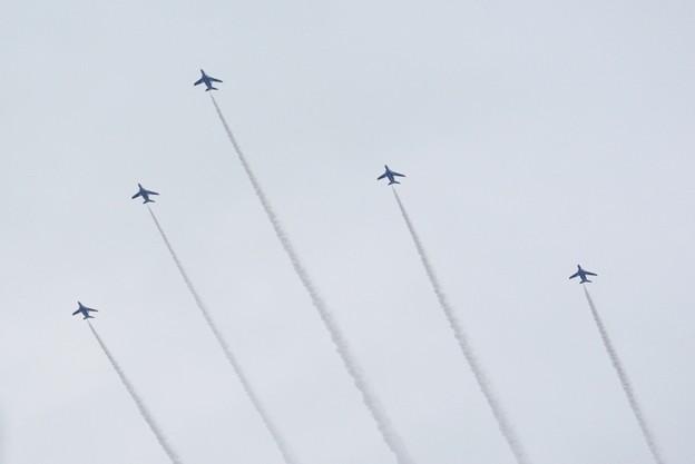 Photos: 上空通過