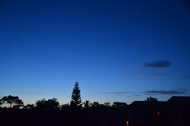 写真: The Blue Hour 6-15-17