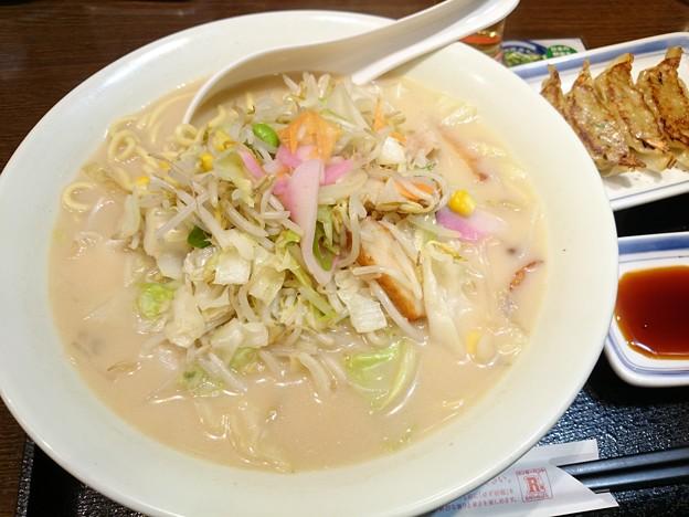 今日の夕食はリンガーハット。長崎ちゃんぽん(626円)、餃子(無料クーポン)。何度食べても感動するおいしさ。