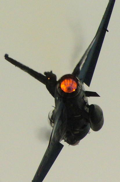 F-2、後ろから
