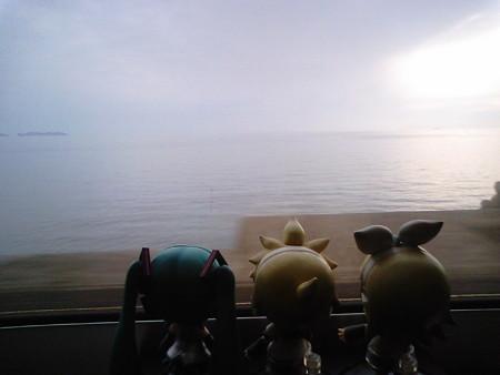 戸田→富海間。 ミク:「瀬戸内海は穏やかですねぇ」 リン:「この季...