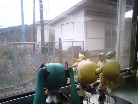 埴生駅に停車。 リン:「ハブが大量発生してる駅!!」 レン:「そん...