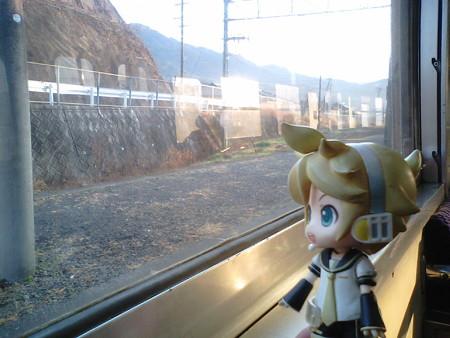 立石駅に停車。小倉~大分間でもっとも運転本数が少ない区間です。