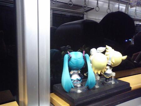 上岡駅に停車。対向列車待ち。 リン:「上岡龍太郎のふるさとー♪」 ...