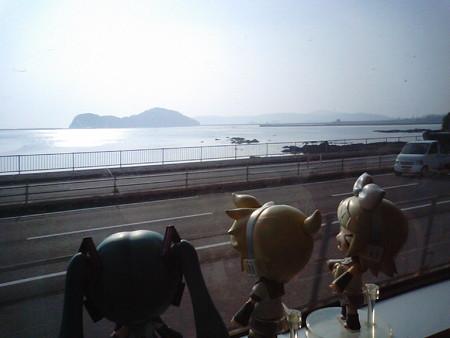 土々呂→門川間。 リン:「うみうみうみ海海海ーー!! ヒューが灘...