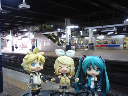 リン:「小倉駅に到着だゅ!」 ミク:「下関に渡る電車を、二本早める...