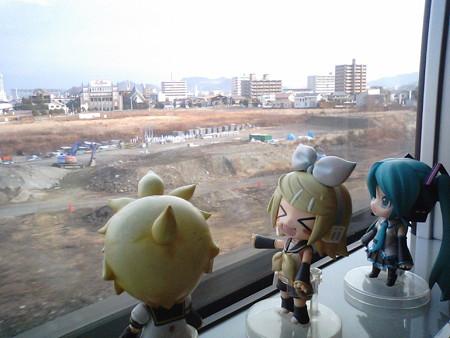 姫路→加古川間。 リン:「海側じゃないけど、無事に座れてよかたね...