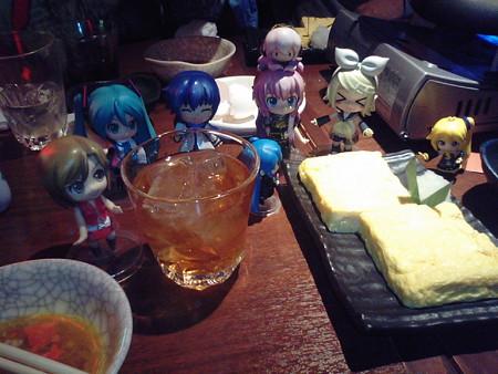 めー:「4杯目は『百年梅酒』よ♪」 リン:「鶏次郎玉子焼きもある!...