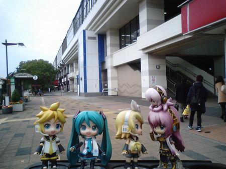 ミク:「葛西臨海公園駅に到着です」 レン:「まずは亀有行きのバスだ...