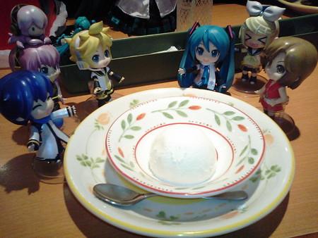兄:「デザートはミルクジェラート!!」