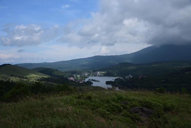 写真: 車山からの白樺湖