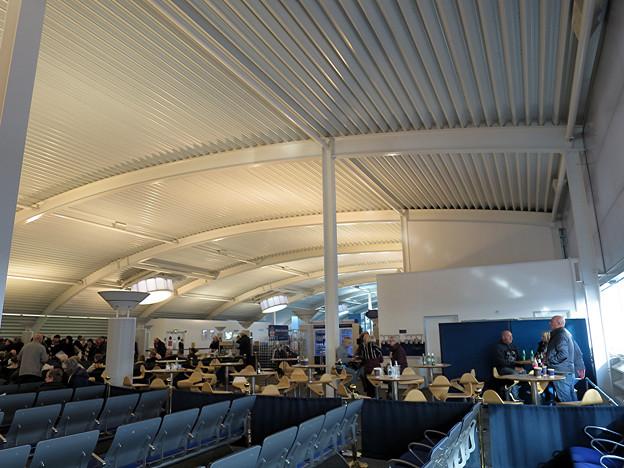 写真: ターミナル内2