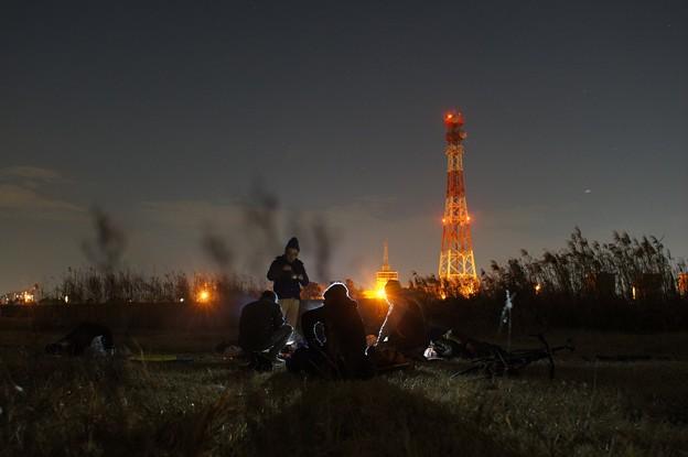 元日の深夜、河川敷にて