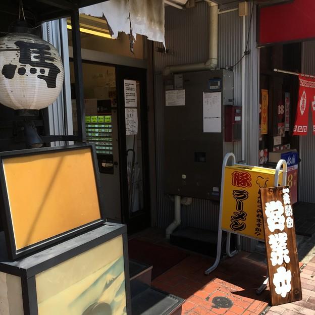 豚ラーメン板橋駅前店 外観2
