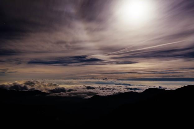 月に照らされる雲海