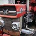 写真: 牧場のトラクター