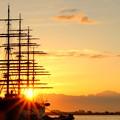 写真: 海王丸に差し込む朝陽 IMG_6682