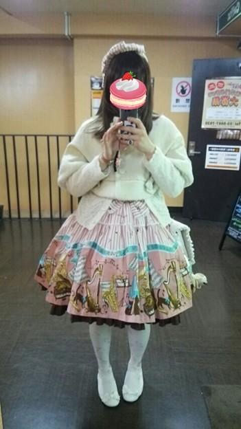 今日のお出かけで着た服。メタモのbrass band catコーデ。全身が写る大きな鏡で撮ったけど、なんだか分かりにくいね(´・ω・`)