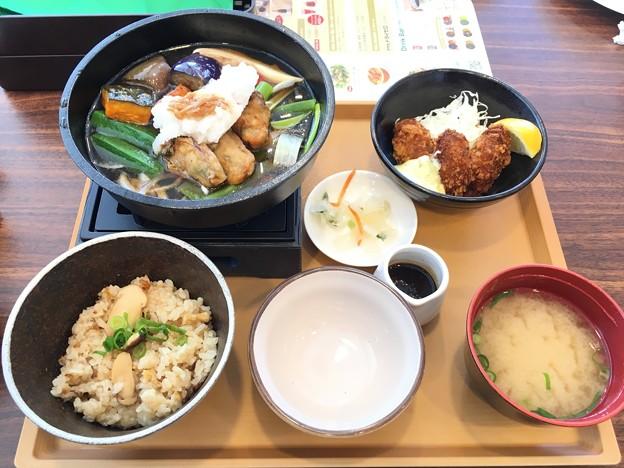 松茸ごはんと広島産牡蠣のみぞれ煮 牡蠣フライ添え